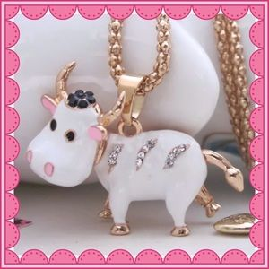 Jewelry - Adorable Cow Necklace 🐮